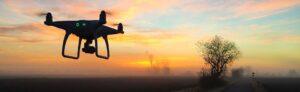Video als das Content-Marketing der Zukunft. Das Bild zeigt eine Drohne in der Abendstimmung